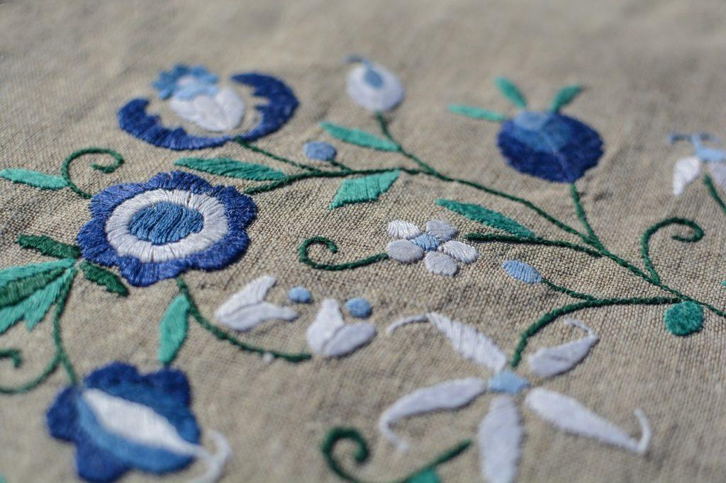 threading of fabric